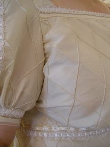 gown_detail