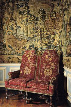 Unusual settee in the Yellow Bedroom
